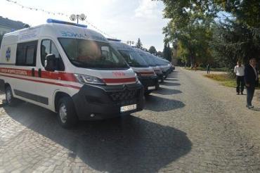 """Закарпатский автопарк """"скорых"""" обновили 13 современных автомобиля"""