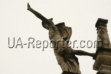 Во Львове хотят спасти скульптуру Бога торговли, - Меркурия