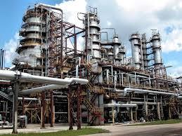 В Донеччині горить завод гумово-хімічних виробів