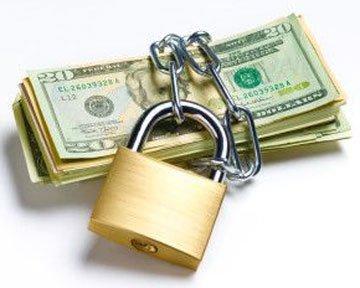 """Як закон про валюту перетвориться на """"зашморг"""" для українських банків"""