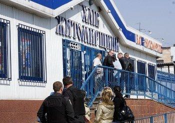 В Житомире неизвестные захватили три магазина