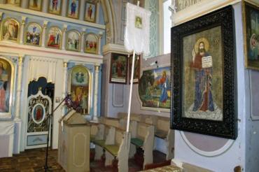 Икона была освящена отцом Михаилом во время Рождественского богослужения