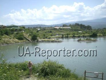 В Закарпатье на соленые озера съезжаться туристы