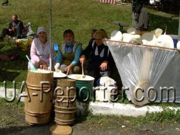В Закарпатті проходить фестиваль бринзы