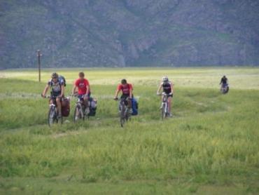 Велобайкеры Закарпатья преодолевают кризис на велосипедах