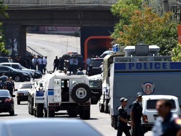 Захват здания полиции в столице Армении сначала вызвал шок