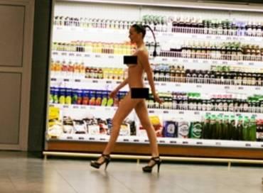 Даша Астафьева гордо шагала в Одесском супермаркете