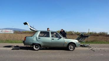 В Мукачево столкнулись VW Passat и Таврия.