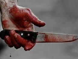 Хлопець ножем зарізав приятеля і втік з місця події