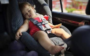 Горе-мітір залишила дитину у машині при 30-ти градусній жарі