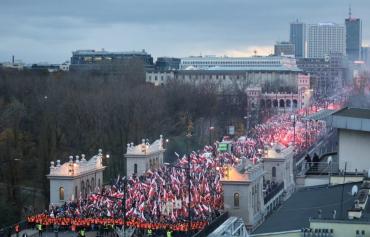 """В Польше националисты вышли на марш с баннером: """"Помним о Львове и Вильнюсе"""""""