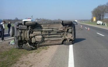 Opel наїхав на колесовідбійник і перекинувся, є жертви