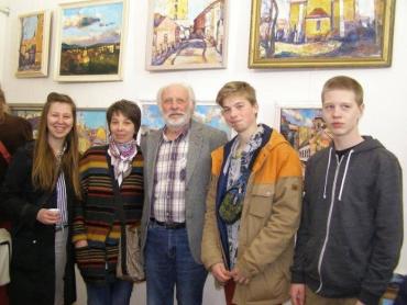 На выставке представлены более 50 картин