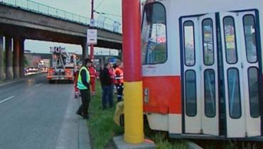 В Братиславе трамвай врезался в столб