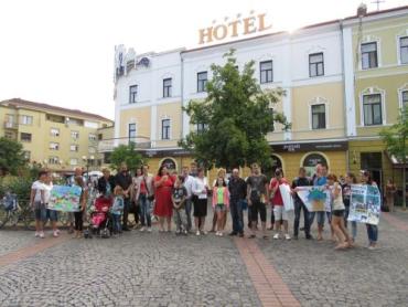 Активісти і діти піднялися до сесійної зали