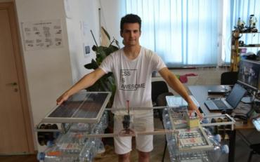 Школяр створив спеціальний пристрій для очищення водойм від легкого сміття