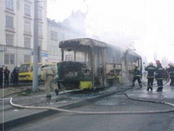 По словам представителя МЧС во Львове трамвай следовал по улице Привокзальной в ДЕПО и из-за короткого замыкания загорелся