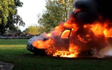 На Харківщині за одну добу підпалили відразу два автомобілі Lexus