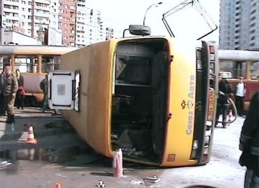 В Киеве ДТП «Богдана» и трамвая