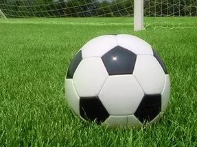 За удар по голове в неигровом эпизоде футболист должен получить красную карточку