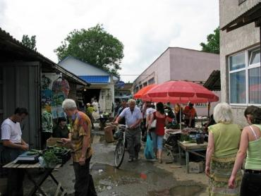 В Ужгороді ринки нагадують Шанхай після бомбардування