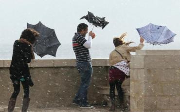 Синоптики попередили про можливі сильні дощі, шквальні вітри та бурі