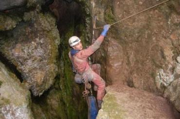 Денис Шахайда спустился в Бездну Генриха глубиной 1100 м