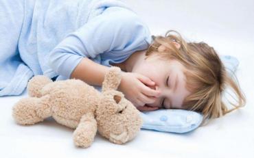 Блювота у малюка: як побороти підступну недугу