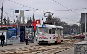 Ґаджет привів харків'янку під колеса трамвая