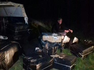 Во время проверки внедорожников нарядом было обнаружено 48 ящиков с сигаретами