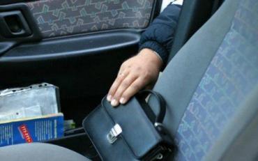Из машины украли травматический пистолет «Шмайсер»