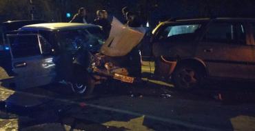 Пострадавших увезли машины скорой помощи
