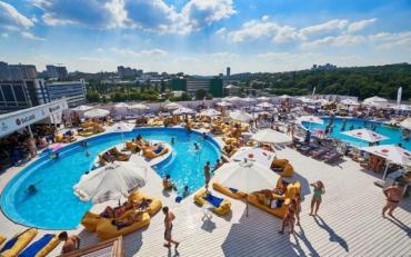 Синоптик розповіла, в яких регіонах України затримається літо
