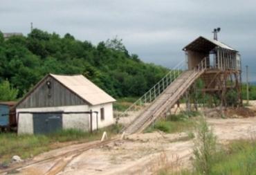 Самая перспективная шахта по добыче золота на Закарпатье зарастает сорняками