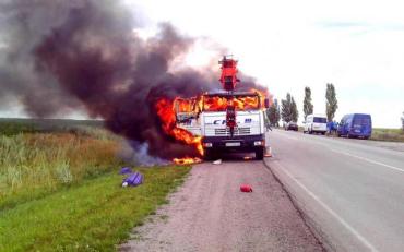 По дорозі в Запоріжжя загорілася вантажівка разом з водієм