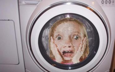 Харків: рятувальники звільнили дитину, яка застрягла у пральній машині