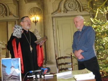 Також владика вручив архієрейські грамоти
