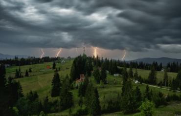 Закарпатські синоптики оголосили штормове попередження