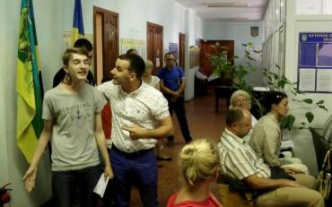 Напад депутата на школяра, який є активістом руху, сфальшували
