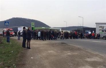 В Мукачево протестующие перекрыли трассу Киев-Чоп