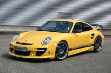 Porsche всего за несколько секунд оставил лайнер позади