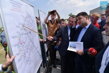 Володимир Гройсман заявив про початок будівництва маштабної дороги