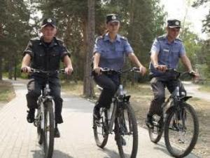 В Закарпатье сельским участковым дадут велосипеды и пошлют к преступникам