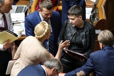 В Верховной Раде Савченко едва сдержалась чтобы не засветить Юльке по голове