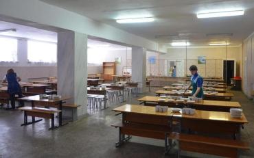 Шкільний обід на Рівненщині закінчився масовим отруєнням