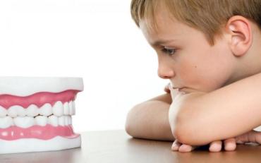 В одній з приватних клінік у кріслі стоматолога померла дворічна дитина