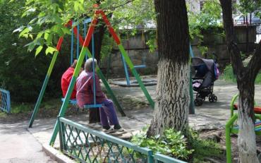 Здичавілі київські пенсіонери познущалися над дітьми