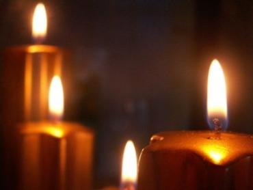 В Ужгороде можно греться и читать с помощью свеч