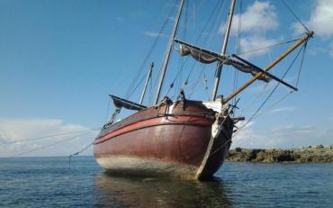 В Черном море стоит корабль з голодающим экипажем