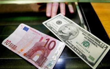 В Украине снова растет курс доллара
